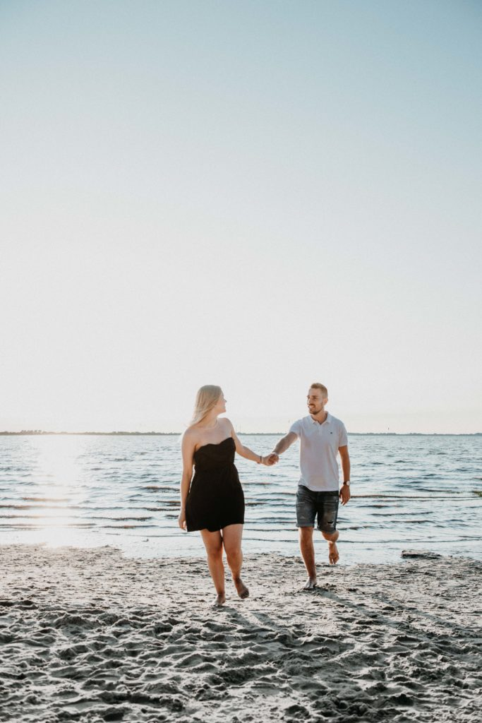 Sunset beach paar